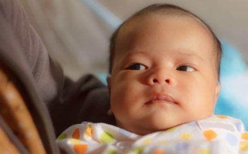 8月大婴儿误食碎骨头 婴儿误食怎么办 婴儿误食异物如何急救