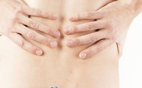 什么是腰肌劳损 先天性腰肌劳损主要有哪些症状 引起腰肌劳损的原因是什么