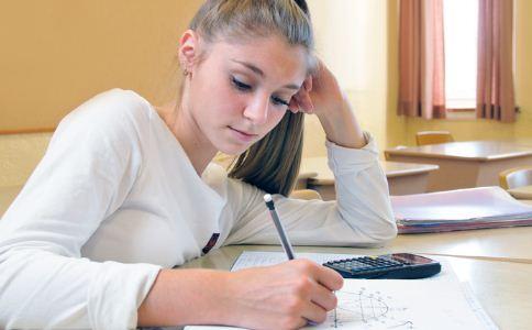 青春期少女不能做哪些事情 青春期少女该怎么保健 青春期能穿耳洞吗