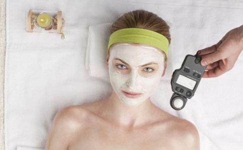 护肤敷脸有哪些误区 护肤敷脸容易出现哪些错误 敷脸要注意什么