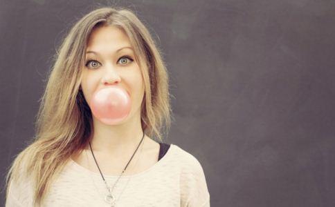 咀嚼口香糖有什么好处 咀嚼口香糖有什么坏处 咀嚼口香糖好不好