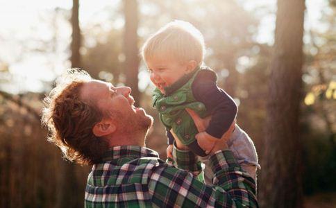 宝宝晒太阳的好处 带宝宝晒太阳要注意什么 带宝宝晒太阳的禁忌