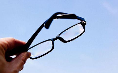 如何选择近视眼镜 近视如何选择眼镜 近视眼镜的选择方法