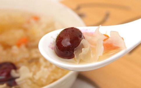 银耳红枣汤要煮多久 银耳红枣汤煮多久最好吃 银耳红枣汤的做法