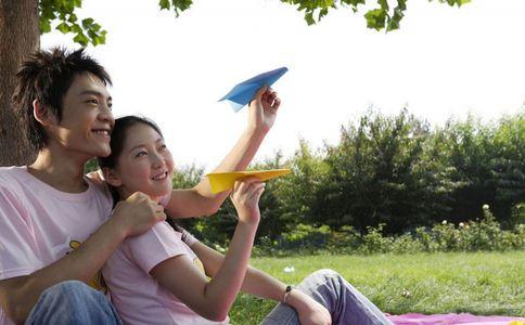 情侣如何维系感情 情侣感情长久的方法 如何能让情侣感情长久