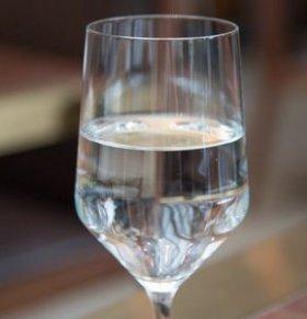 警方销毁假酒2万余箱 这么做能辨别真酒