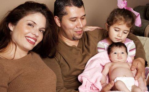 两胎年龄相差几岁最好 两个孩子相差几岁最好 两个孩子相差多少岁最合适