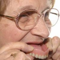 老人如何选择假牙 注意装假牙后的事项