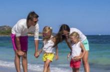 假期到 带娃去海边玩要注意什么