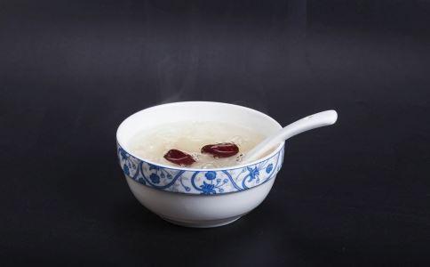 红枣银耳汤的功效有哪些 红枣银耳汤有哪些禁忌 红枣银耳汤怎么做