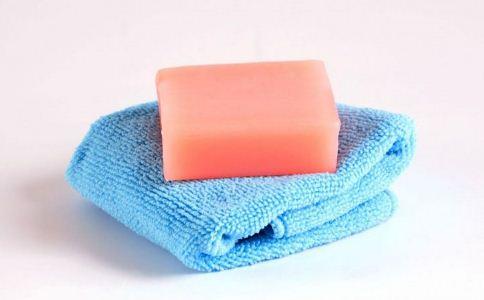 使用潮湿的肥皂会让你感染疾病