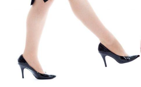 女人怎么穿高跟鞋不会累 穿高跟鞋技巧有哪些 常穿高跟鞋的危害有哪些