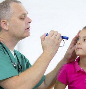 女孩赏花后视力猛降到0.04 警惕过敏性结膜炎