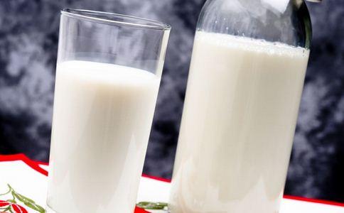 英国人兴起喝生牛奶 牛奶怎么喝 怎么喝牛奶才好