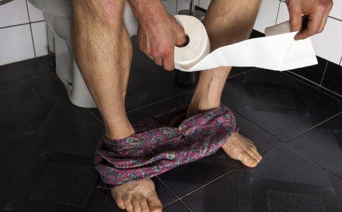 肛裂的症状是什么 肛裂的表现症状 肛裂要注意什么吗