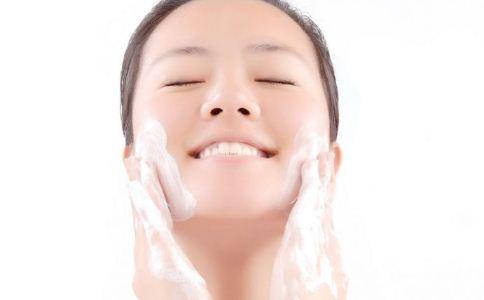 女人春季该怎么护肤 春季护肤误区有哪些 女人春季怎么护肤好