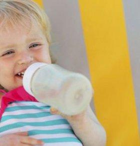 宝宝不爱喝水的原因 宝宝不爱喝水怎么办 宝宝不爱喝水怎么回事