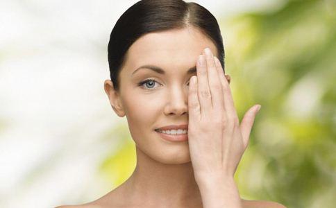 皮肤粗糙怎么办 护肤的小窍门 皮肤粗糙吃什么好