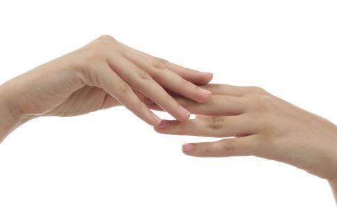指甲容易裂开怎么回事 指甲容易裂开怎么办 健康指甲有哪些特征