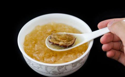 吃银耳红枣汤投降火吗 吃银耳红枣汤能投降火吗 银耳红枣汤却以投降火吗