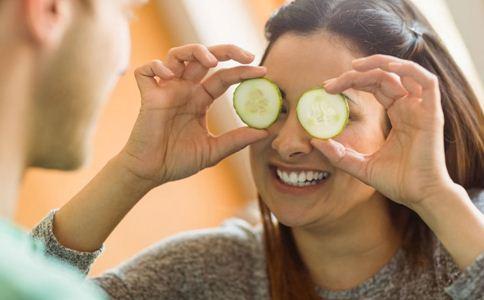 黄瓜敷脸能美容吗 黄瓜敷脸的好处 黄瓜敷脸的注意事项