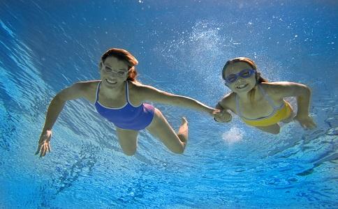 蛙泳可以瘦腿吗 蛙泳可以减肥吗 游泳减肥注意事项