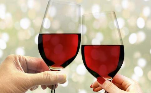 喝葡萄酒有什么好处 喝葡萄酒的好处是什么 怎么喝葡萄酒