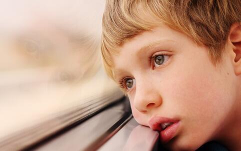 3岁男孩叫邻居爸爸 自闭症如何治疗 自闭症的治疗方法
