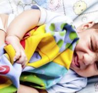 宝宝频繁夜醒 可能是疾病在作怪