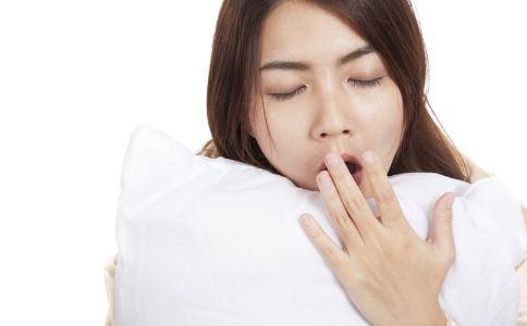 女人睡眠不足的危害有哪些 女人睡眠不足有什么危害 女人睡眠不足会发胖吗