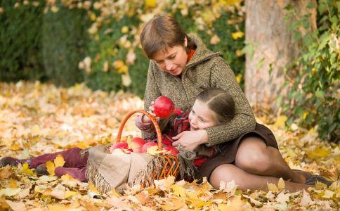 父母给自己的孩子打扮好吗 该怎么培养优秀的孩子 该怎么培养自己的女儿