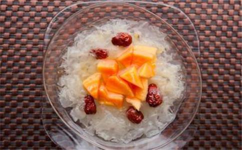 桂圆银耳汤怎么做 桂圆银耳汤的功效 怎么喝桂圆银耳汤