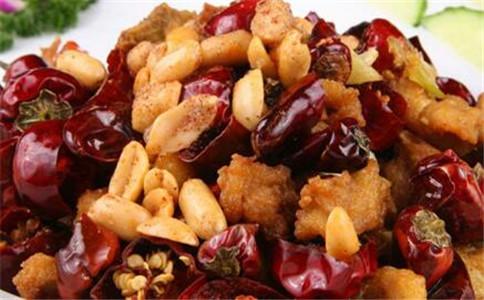 川菜辣子鸡的做法 川菜辣子鸡怎么做 什么人不能吃辣子鸡