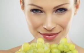产妇坐月子吃葡萄 预防皮肤衰老