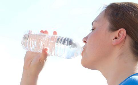 口干的原因有哪些 为什么会感觉口干 口干舌燥的原因