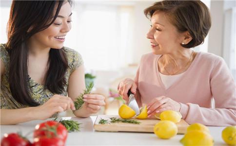 老人吃坚果好不好 老人吃坚果的好处 什么人不适合吃坚果