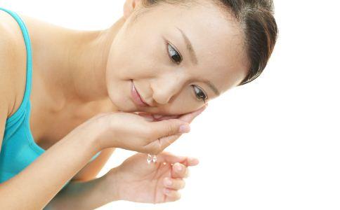 用盐水洗脸有什么好处 盐水洗脸的好处有哪些 日常护肤的技巧有哪些