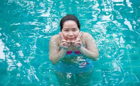 游泳可以减肥吗 游的对才瘦身