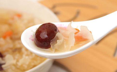 银耳红枣汤能放红糖吗 银耳红枣汤放红糖好吗 银耳红枣汤的做法