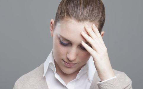 月经颜色不正常怎么办 引起女性月经颜色不正常的原因是什么 月经颜色淡怎么回事