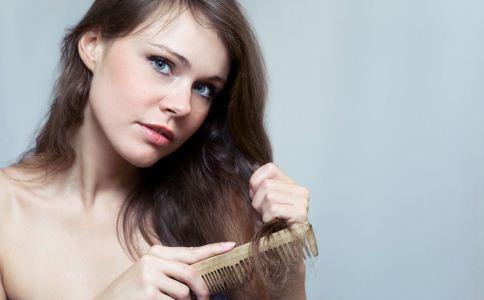女人头发发黄原因有哪些 头发发黄该怎么治疗 哪些食物可以治疗头发发黄