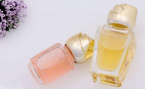 香水怎么喷更香 女人喷香水的技巧有哪些 该怎么喷香水会更持久