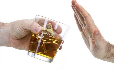 印尼爆发假酒中毒事件 印尼假酒中毒事件 印尼假酒中毒死亡