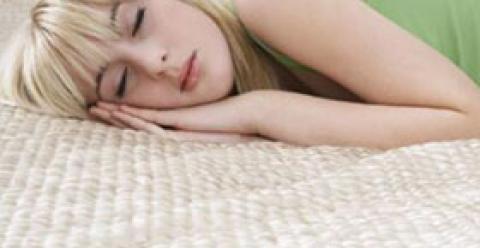 睡觉正确姿势 如何美容 如何让皮肤变好