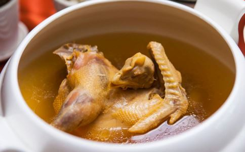 清热润肺止咳汤怎么做 清热润肺止咳汤的做法 润肺止咳汤有哪些