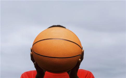 打完篮球后如何放松 打好篮球的技巧 打篮球的好处