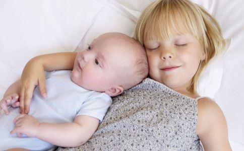 为什么小孩睡觉经常打呼噜 小孩睡觉打呼噜要做哪些检查 小孩睡觉打呼噜如何治疗