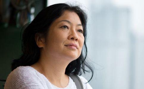 女人更年期该怎么调理 女人更年期皮肤会变差吗 女人更年期会长斑吗