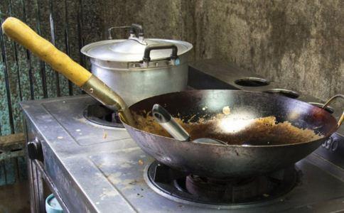 炒菜有什么误区 炒菜误区有哪些 炒菜有哪些习惯是不好的