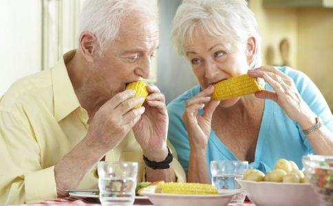 老人便秘的原因 为什么老人会便秘 老人便秘怎么治疗